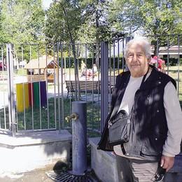 Lurago, dorme e resta chiuso nel parco  Ora chiede 50mila euro al Comune