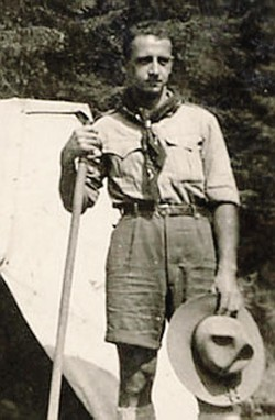In altro: Carlo Verga insieme a un giovane boy scout. Allo scoutismo ha dedicato tutta la sua vita  Sopr: una foto di gioventù, in Val Codera nel maggio del 1943
