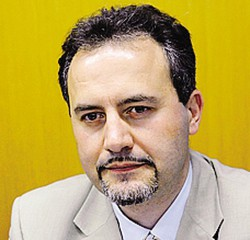 Il sindaco luigi Monza non sarebbe la prima vittima di furtarelli all'interno del municipio