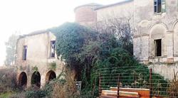 Il castello di Pietrasanta è stato trasformato in un rifugio per disperati