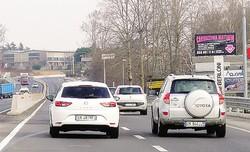 Molti automobilisti approfittano della nuova viabilità per effettuare sorpassi, magari infrangendo il limite di velocità dei 50 chilometri all'ora