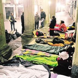 Como, sotto i portici   Con i senza tetto