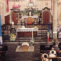 L'addio di Torno al suo don Luigi  Anche il vescovo alla funzione
