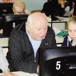 «Nonno,ti insegno internet» I bambini salgono in cattedra