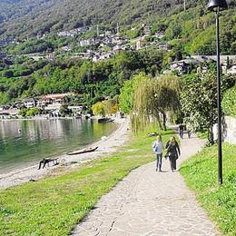Passeggiata a lago, sport e sala ritrovi  A Gera Lario l'accoglienza è di casa