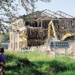 Fino, brucia escavatore  nel cantiere della ex Cassano
