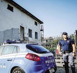L'abitazione presidiata dalla Polizia