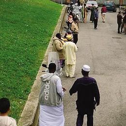 Figino, la festa dei musulmani  La Lega: «Paese invaso e insicuro»