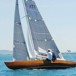 Storica barca a vela torna alle regate  Il restauro in un cantiere di Laglio