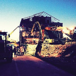 Gli escavatori bruciati a Fino «Fango sulla mia impresa»