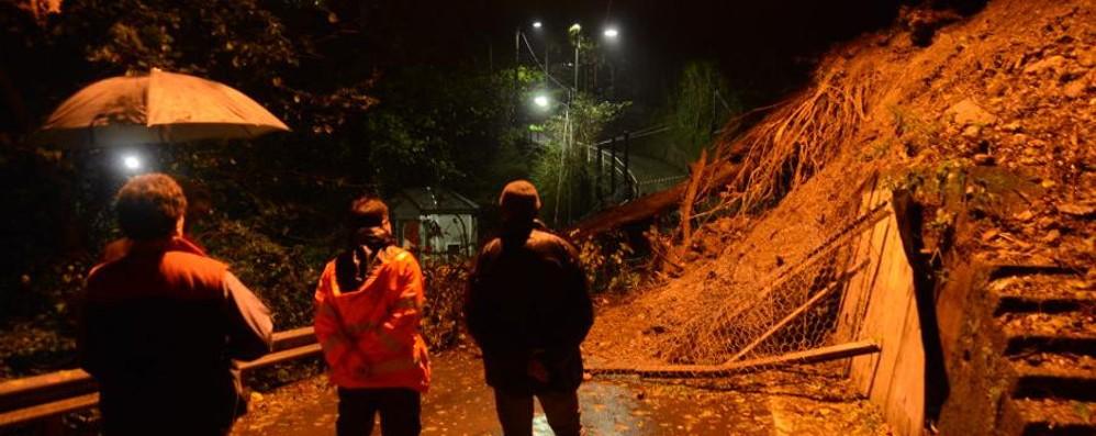 Maltempo, frana a Civiglio  Isolate le case di via Crotta