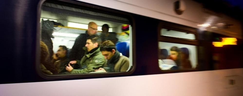 Sciopero dei treni, i pendolari  «Paghiamo solo noi, sindacati penosi»
