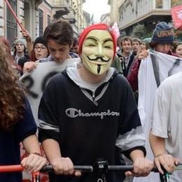 Studenti in piazza contro Renzi Tensioni fuori dal liceo classico