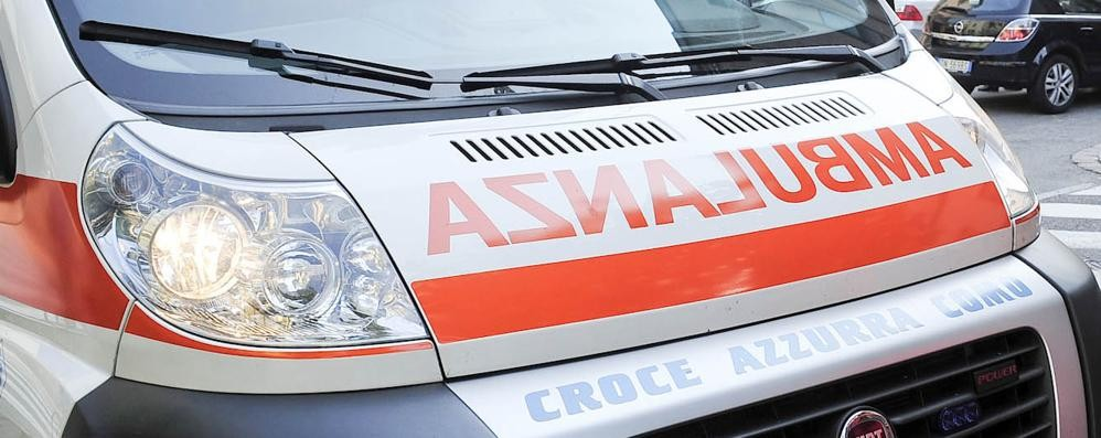 Ape car investe un pedone in viale Varese