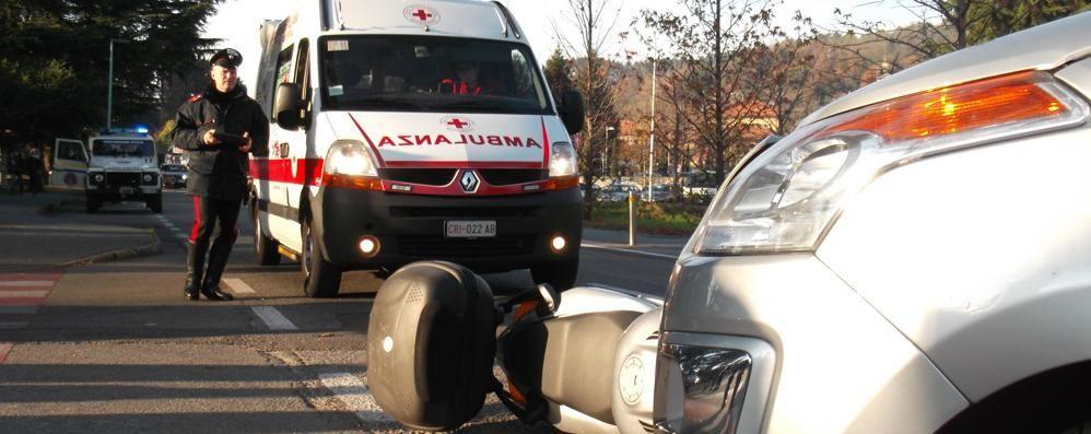 Capiago, auto contro moto