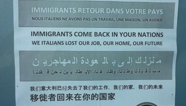 Manifesti contro immigrati a Bari