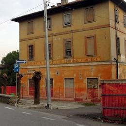 Case popolari nelle vecchie cascine  La banca: «Salviamo Fabbrica Durini»