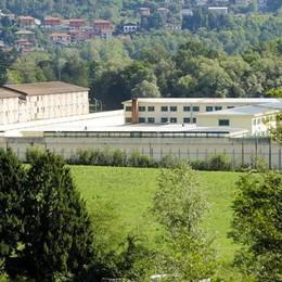 Trovato morto  in cella: «Aspettiamo la verità dall'autopsia»