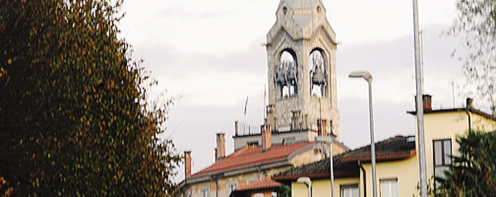 """Il sindaco come """"la signora in giallo"""": cerca i vandali e interroga i sospetti"""