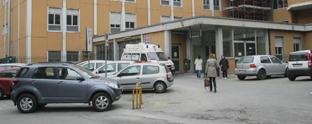 Primario arrestato  per abusi sessuali Le pazienti arrivavano  anche dal lago