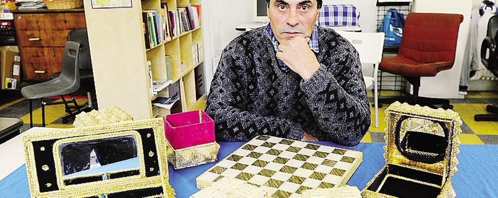 Giovanni, mago dei fiammiferi  «Per Natale vorrei un tavolo»