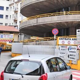 Como, luci a led nell'autosilo del tribunale  Un cantiere da 50mila euro