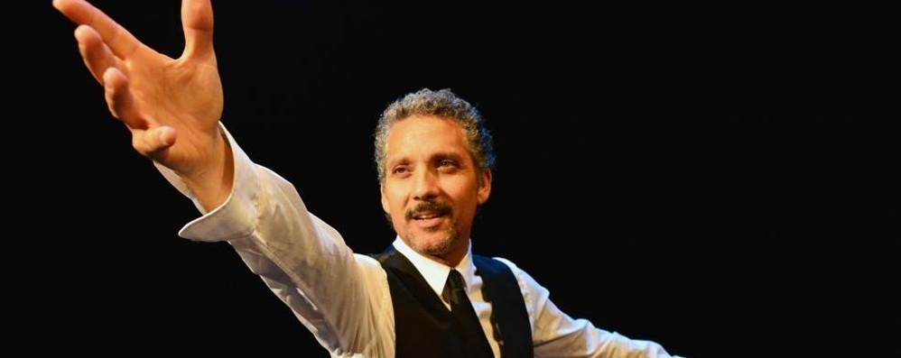 Beppe Fiorello sul palco a Chiasso  Doppio spettacolo al Cinema Teatro