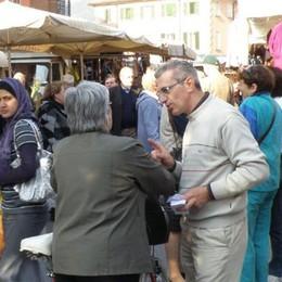 Erba, no al mercato alla vigilia  Gli ambulanti in rivolta