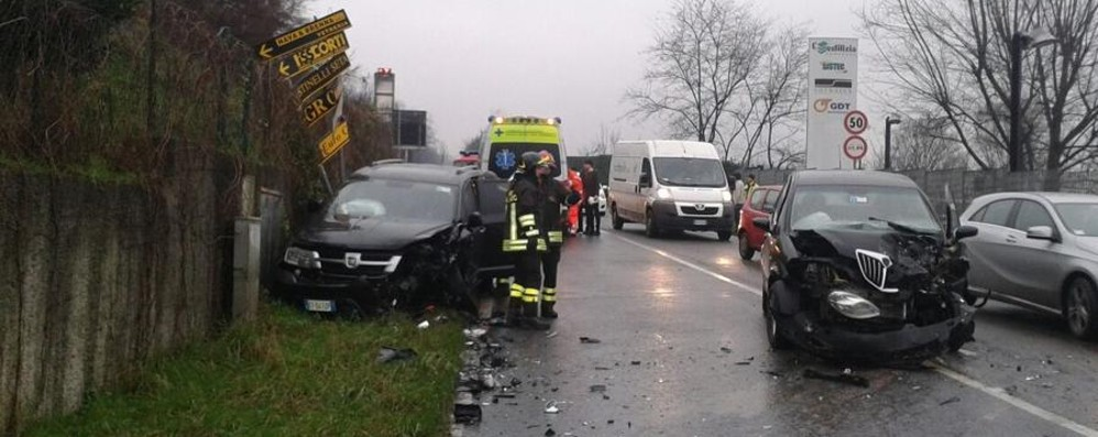 Casnate, frontale tra auto Due persone ferite