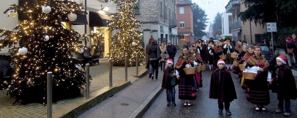 Erba, la sfilata dei Bej apre il Natale