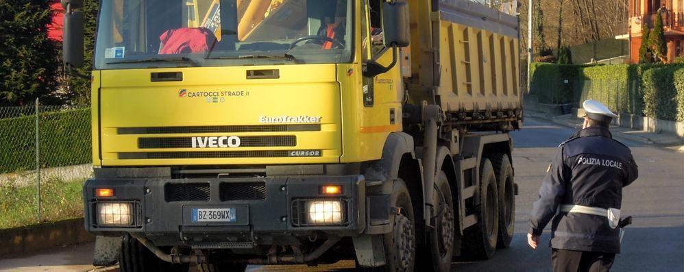 Tregua con la cava  Cantù Asnago riapre ai camion