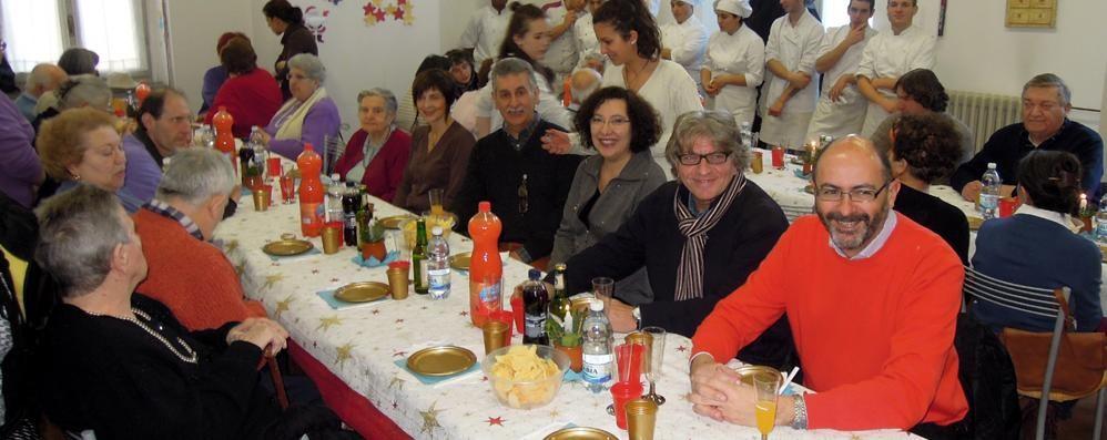 Erba, il pranzo di Natale  alla mensa di Mani aperte