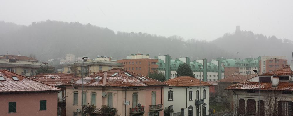 Oggi  primi fiocchi sulla città  Nevicate più intense a Civiglio
