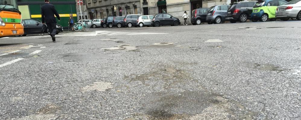 Anche le strade piangono  Caccia alla buca a Como