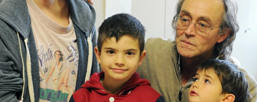 Che festa con Andrea Vitali tra i bambini del Sant'Anna