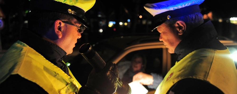Al volante con lo smartphone in mano Como, incidenti in aumento