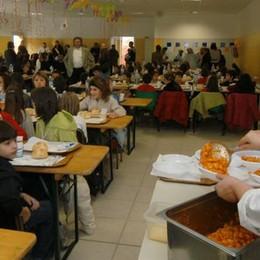 Proteste in mensa  «Elastico nelle patate»
