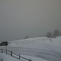 Como, una spruzzata di neve  Ma resiste solo in montagna