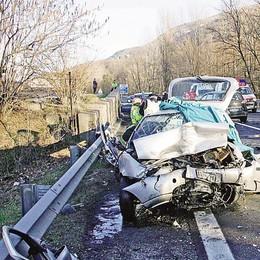 Sondrio, tragico scontro  Due morti e sei feriti gravi