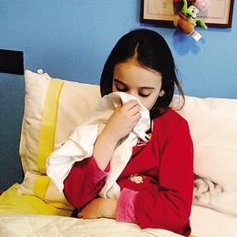 Influenza, dimezzati i casi  Crolla il contagio tra i bambini