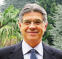Il cellulare può servire anche per segnalare la presenza di persone sospette o situazioni di degrado Il sindaco Giovanni Rusconi