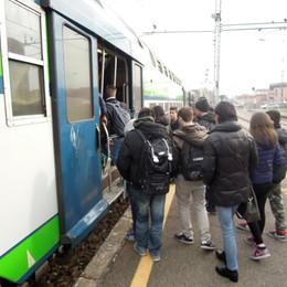 Erba, problemi agli scambi  In ritardo il treno per Milano