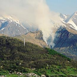 Ancora fiamme in Alto Lario  E ora è caccia ai piromani