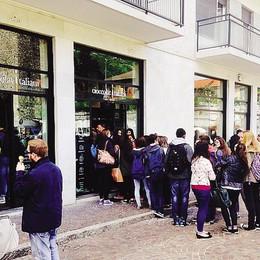In fila per un gelato gratis   A Como ai Cioccolati Italiani