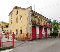 1 Il capannone offerto dal Comune per realizzare la nuova sede dei vigili del fuoco di Cantù2 L'attuale caserma: ma i pompieri hanno lo sfratto