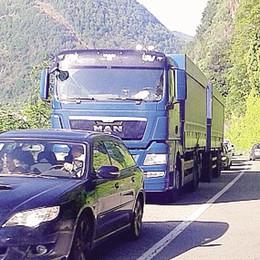 «Troppi maleducati sulla Regina  Servono piazzole per bus e camion»