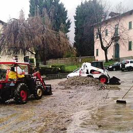 Magreglio, piazza mercato  tra piogge e veleni elettorali