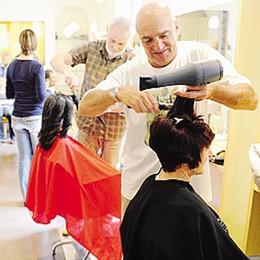 Domenica taglio di capelli  Il ricavato va ai poveri