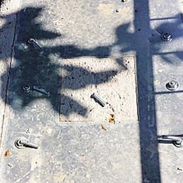 Colpi di mazza anti autovelox  Danneggiato il nuovo supporto