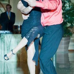 Como, in consiglio comunale  arriva la ballerina rock